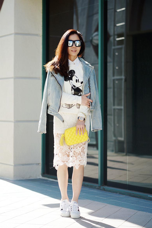 HallieDaily-Mickey-Sweatshirt-Lace-Midi-Skirt-and-Sneakers_12